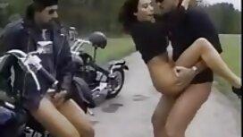 Молода жінка з маленькими грудьми дала porno sex sestra трьом чоловікам