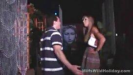 Молода дівчина виходить на вихідні в секс брат і сестра сауну